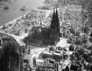 Aerial view of Cologne, 1945-46. Point of focus is the historical cathedral. Picture from the public domain.