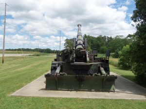 "Rear view of the howitzer. The dozer blade allows the howitzer to ""dig itself in."""