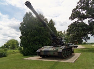 "This is a massive 203mm self-propelled howitzer also from the Cold War Era. 203mm is roughly 8"" the same size gun found on WW2 era Cruisers."